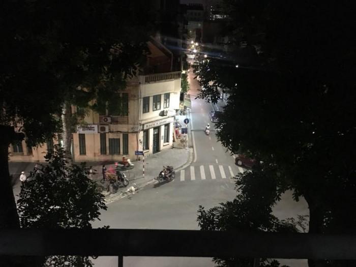Bán nhà mặt phố Bà Triệu, Hoàn Kiếm. DT 22m2, MT 2.4m, 5 tầng, cho thuê