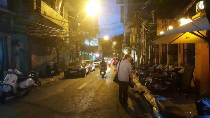 Bán nhà mặt phố Châu Long, Ba Đình. DT 55m2, 5 tầng, MT 5.4m