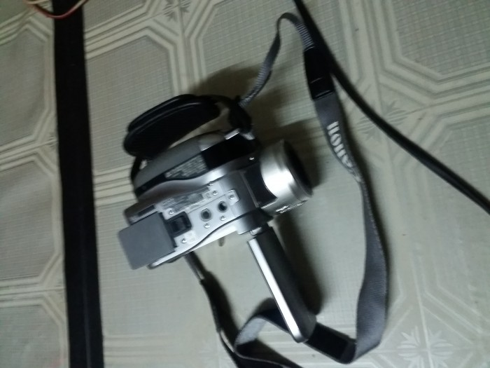 Cần bán gấp máy quay phim sony