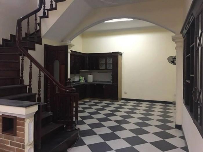 Cần bán gấp căn nhà tại ngõ 40 Xuân La, Tây Hồ. Diện tích: 75m2.