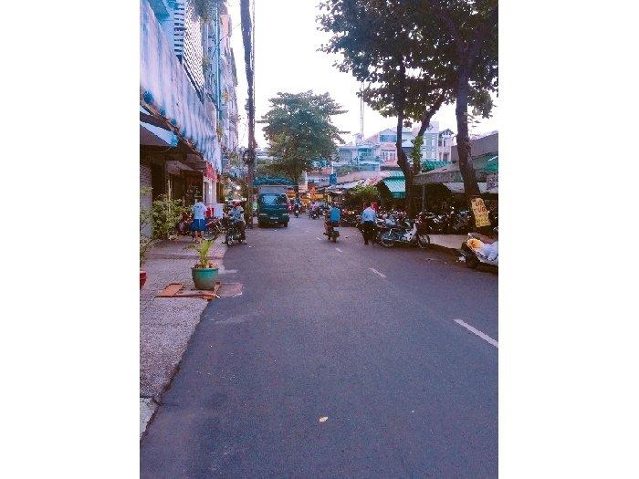 Bán nhà 2 lầu mặt tiền chợ đường Bàu Cát