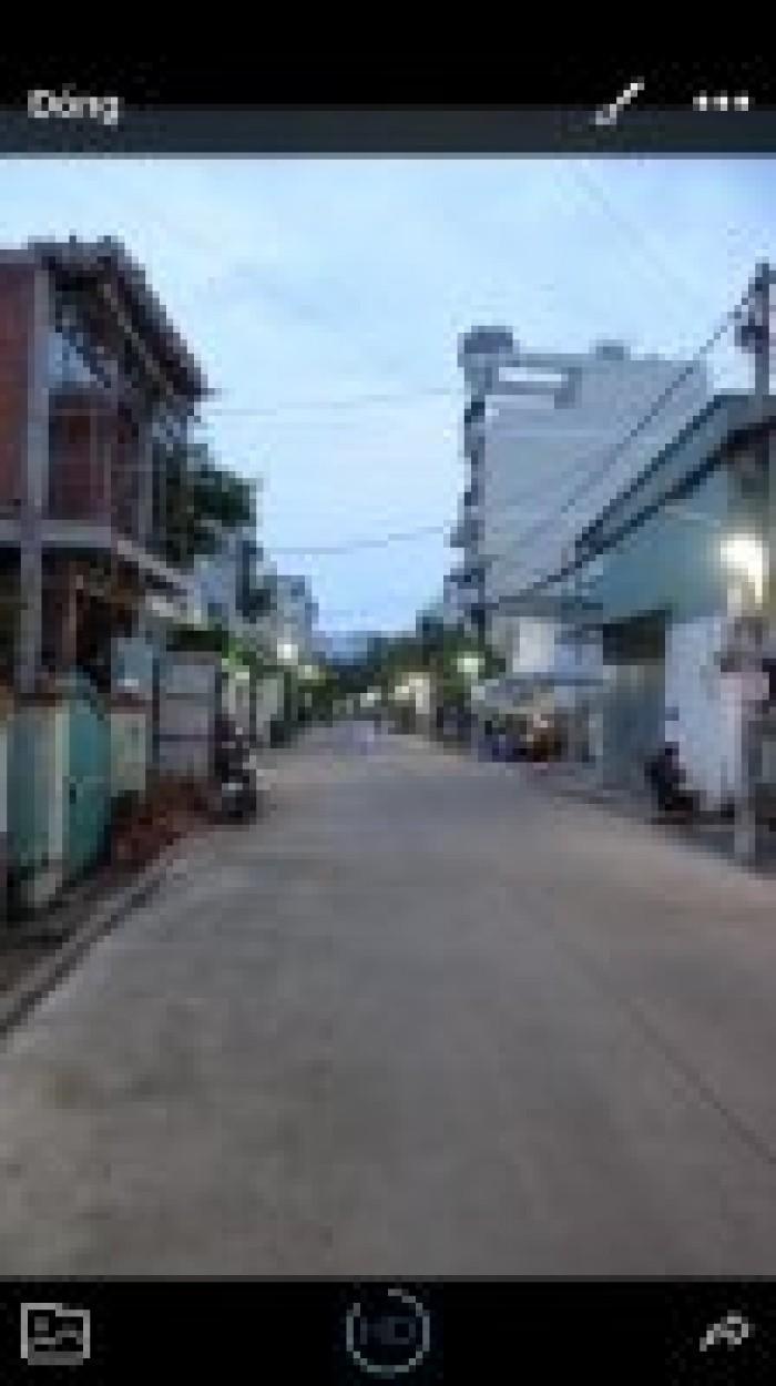 Bán nhà MT hẻm 8m, đường Gò Ô Môi, Phú Thuận, Quận 7, DT5x10,5m, 3 lầu,ST