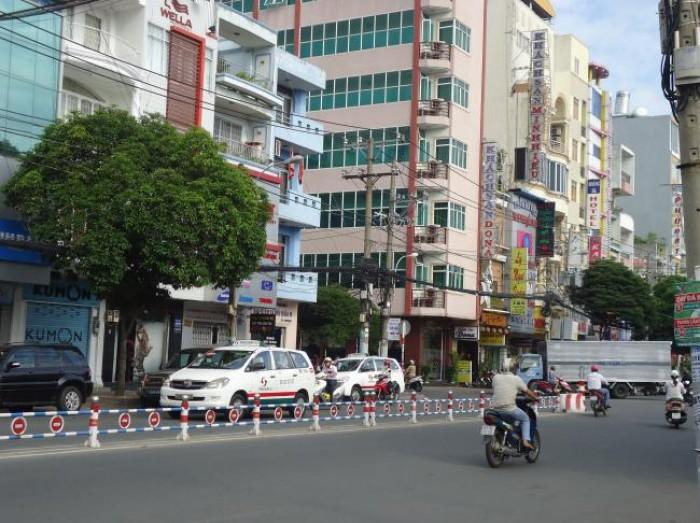 BÁN NHÀ MẶT TIỀN đường Lê Văn Sỹ, Phường 14, Quận 3, DT 3.8x20 m