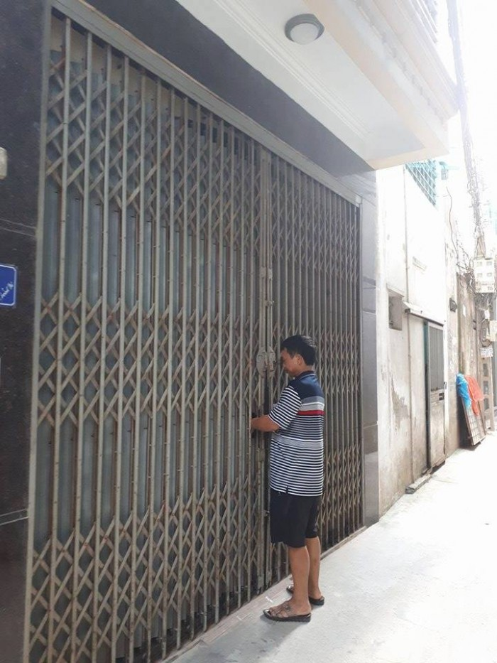 Siêu Phẩm Nhà Đường Nguyễn Trãi, 9 Tầng, Nở Hậu, 10m Ra Đường Ô Tô