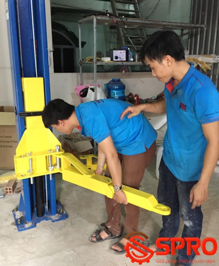 lắp đặt tay nâng của cầu nâng ô tô 2 trụ