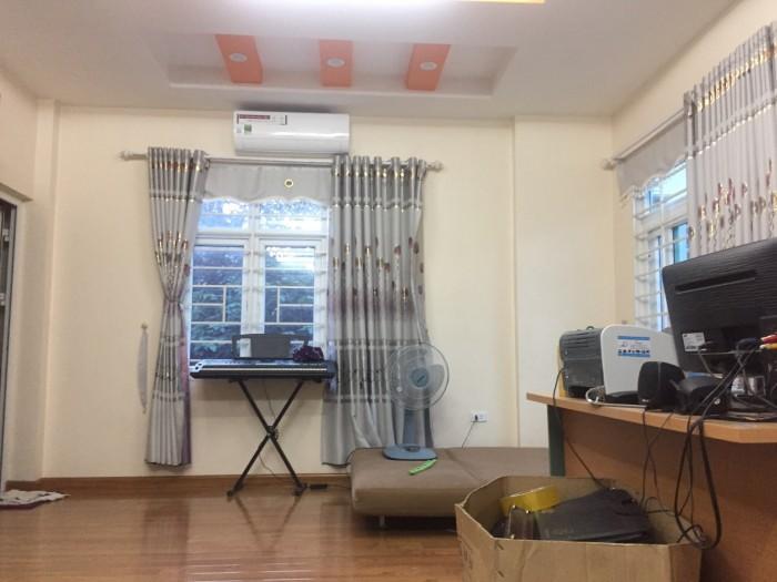 Chính chủ bán nhà diện tích 30m2, sổ đổ chính chủ, trong ngõ phố Võ Chí Công