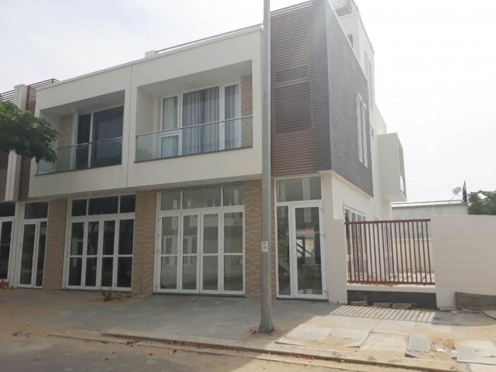 Bán nhà xây sẵn trục mua sắm khu đô thị FPT City.