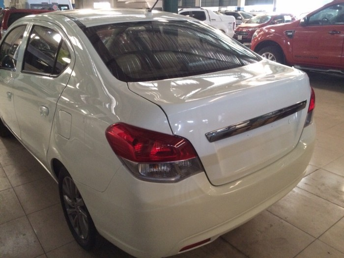 Bán Mitsubishi Attrage AT sx 2015 màu trắng 2