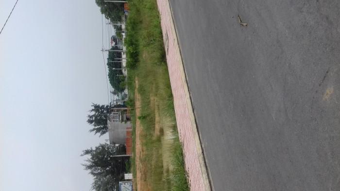 Cần bán đất ngay đường DT743