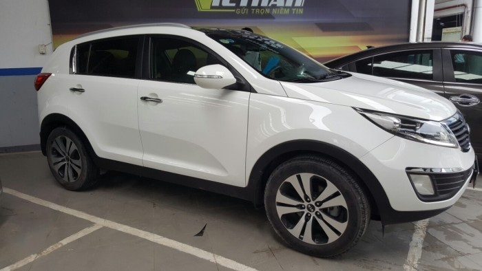 Bán Kia Sportage 2.0AT nhập Hàn Quốc 2013 màu trắng số tự động biển Sài Gòn