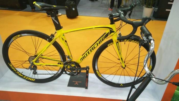 Xe đạp đua Motachie Camero R8.3 2017, mới 100%, miễn phí giao hàng, màu Vàng đen