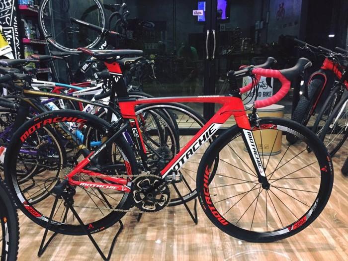 Xe đạp đua Motachie Maboro R11.1 2017, mới 100%, miễn phí giao hàng, màu Đen đỏ