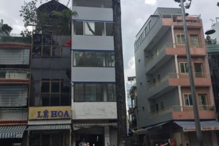 Bán nhà mặt tiền Bà Huyện Thanh Quan, P. 6, Q. 3, DT: 4x21m, trệt, 3 lầu, đúc đẹp
