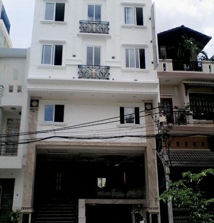 Bán gấp KS MT Trần Quang Diệu, Q. 3, DT: 4.5x19m, xây 7 lầu