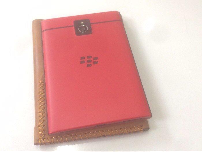 Bán điện thoại blackberry passport đỏ likenew còn bảo hành1