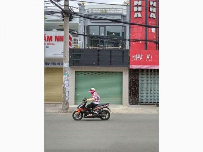 Cho thuê nhà MT Nguyễn Xí, Q.BT, DT: 4.5x23m NH 5.5m, trệt, lầu, st.