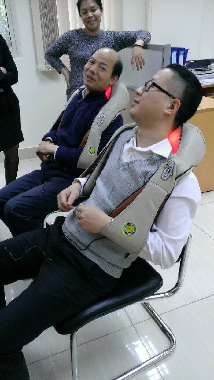 Máy massage giảm đau cổ gáy,đai khoác massage vai gáy,máy massage vai gáy chính hãng Nhật