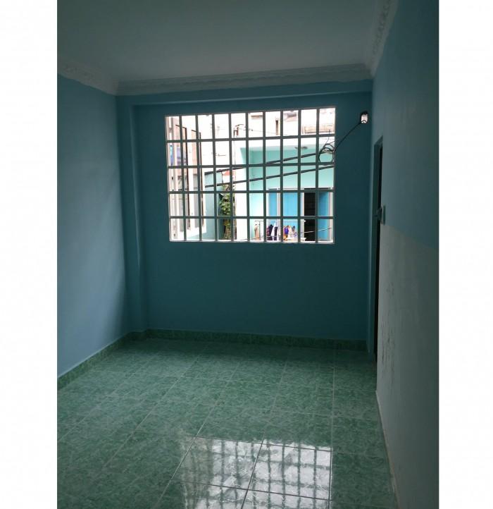 Cho thuê phòng 11m2 trong nhà kiên cố hẻm Hoàng Diệu Quận 4
