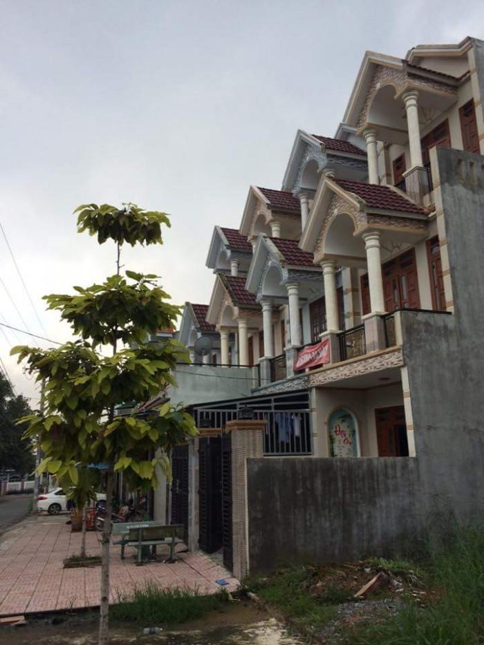 Nhà phố Bình Chánh mặt tiền Quốc Lộ 1A đông dân cư