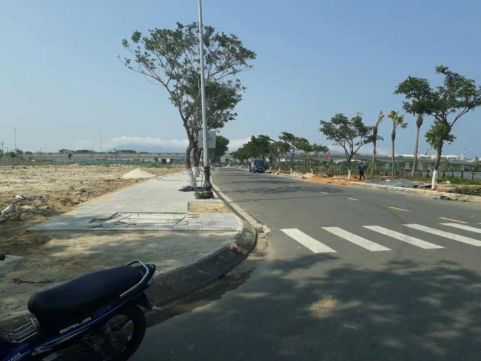 Đất nền Ngay mặt tiền Quốc lộ 1A, đối diện Bệnh viện Quốc tế Việt Mỹ, sổ riêng, Xây tự do.