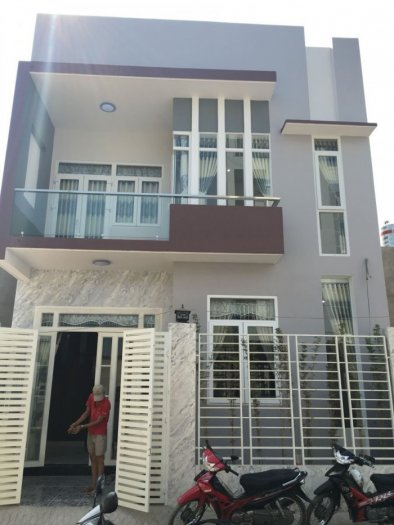 Bán nhà  mới xây đẹp sát mặt tiền Nguyễn Thị Tú, Quận Bình Tân, 4,6x12m, 1 lầu + Sân thượng, 1.98 tỷ