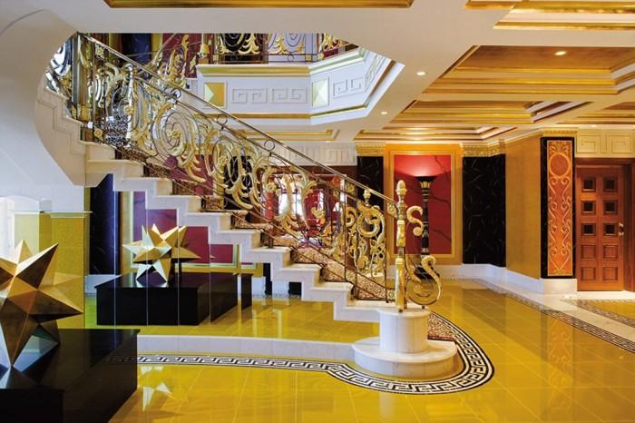 Chính chủ kẹt tiền cần bán gấp khách sạn đường Lê Đình Cẩn sổ hồng riêng