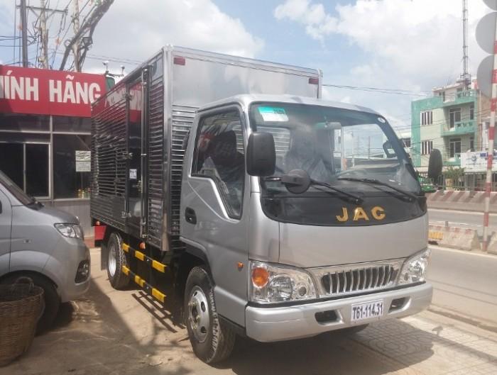 Cần bán Xe Tải Jac 2T4 thùng dài 3m7