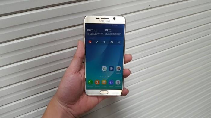 Cấu hình của Samsung Galaxy Note 5 cũ: Samsung Galaxy Note 5 cũ like new được trang bị chip xử lý 8 nhân Exynos 7420 8 nhân với (4x2.1 GHz Cortex-A57 & 4x1.5 GHz Cortex-A53) vô cùng mạnh mẽ. Máy có RAM 4GB, bộ nhớ trong tùy chọn 32GB cho không gian lưu trữ rộng rãi và thoải mái.