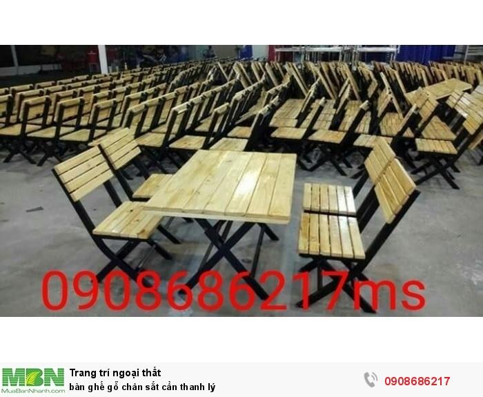 Bàn ghế gỗ  chân sắt cần thanh lý0