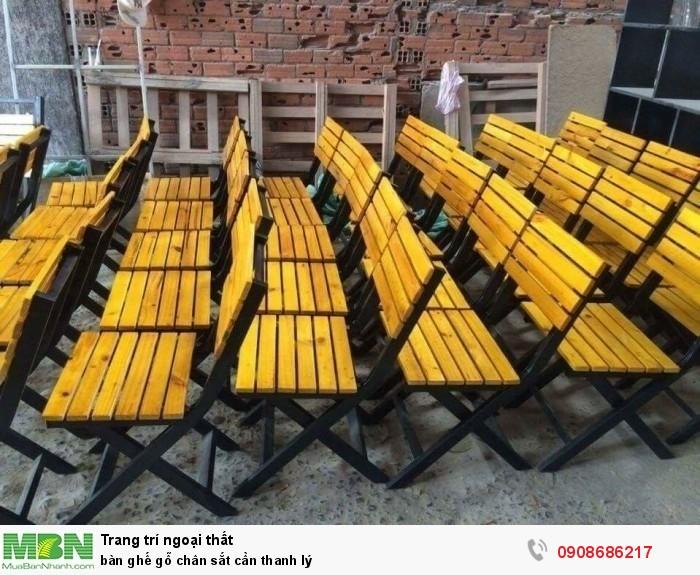 Bàn ghế gỗ  chân sắt cần thanh lý2