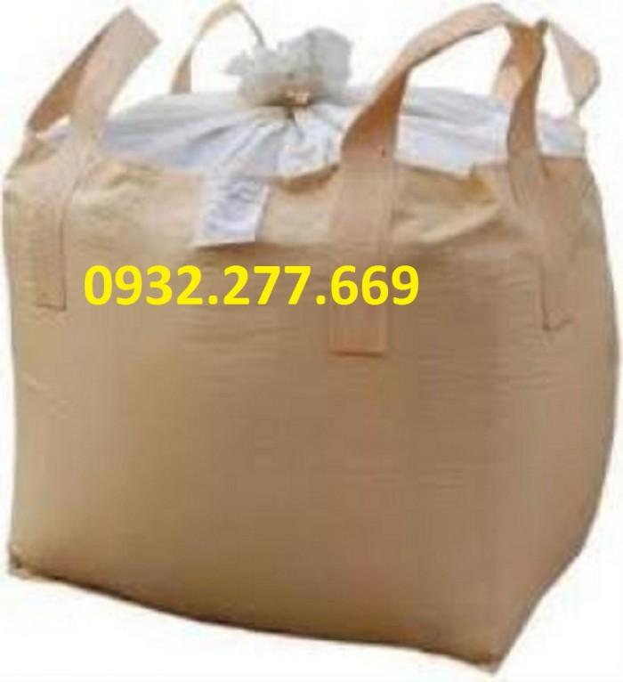 BAO JUMBO CẨU 1 TẤN  - Kích thước: 90x90x110 cm   - Vải màu trắng,vàng KHÔNG tráng keo   - Miệng ống nạp rộng @70cm (có cả miệng rộng) - Đáy đóng - 2 Quai chịu tải 1 tấn, may sâu ôm đáy bao, dùng cho xe cẩu  Thích hợp đựng bùn thải, khoáng sản, cát, nông sản,...
