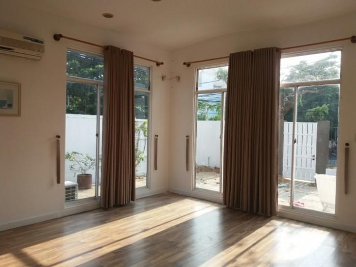 Cho thuê nhà mới xây khu Hồ Xuân Hương,300 m2 đất,đường 11m5