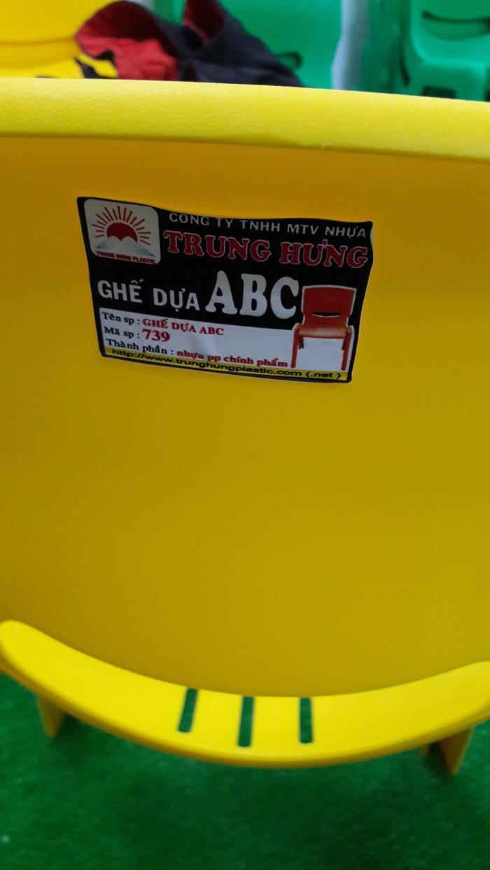Ghế nhựa đúc cao cấp dành cho các bé tại các trường mầm non1