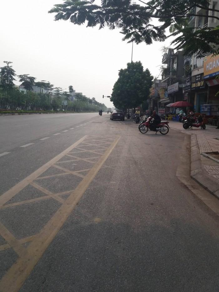 Bán đất mặt phố Ngô Gia Tự, Long Biên kinh doanh tốt, diện tích 61,8m giá rẻ.