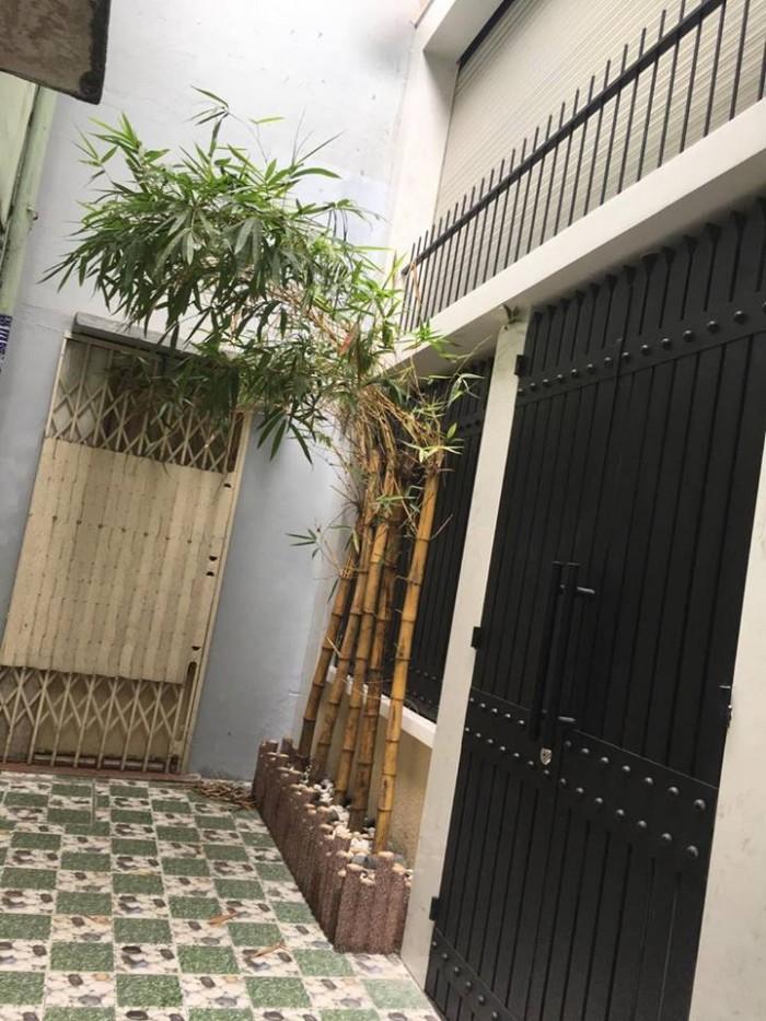 Bán nhà đẹp giá rẻ đường Hoàng Diệu, Phường 10, quận Phú Nhuận. – DT: 4m x 10m