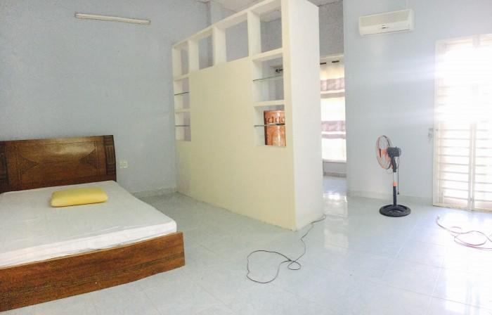 Cho thuê nhà đường Hoàng Kế Viêm, 2 tầng, 3 phòng, 10Tr/tháng