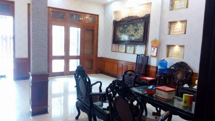 Bán nhà đẹp mặt tiền Lê Thánh Tông