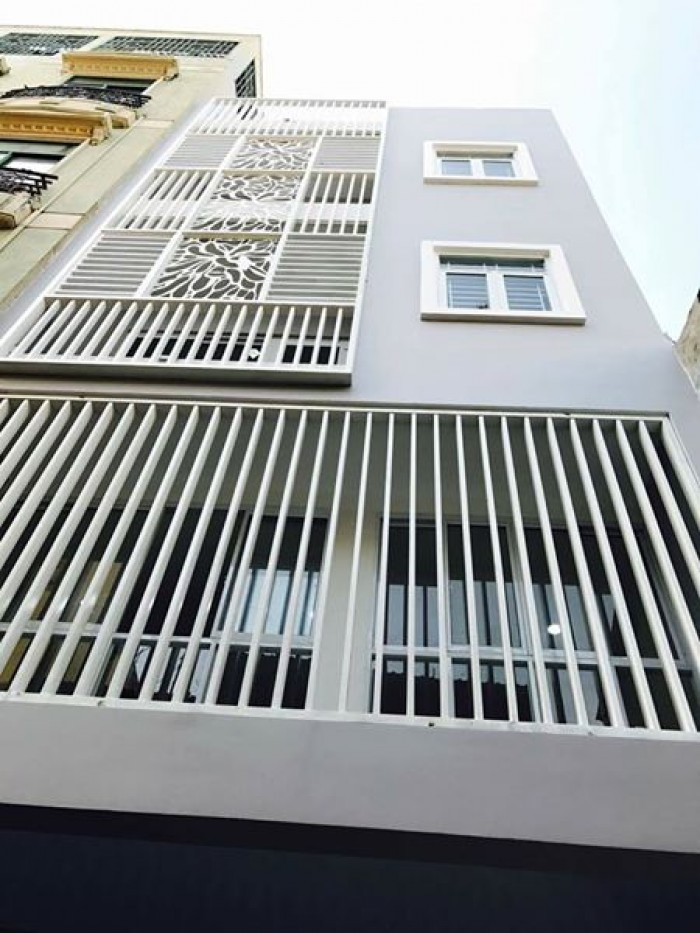 Cho thuê Nhà MT CMT8, 3.5x18m, 2 lầu, Q.10.