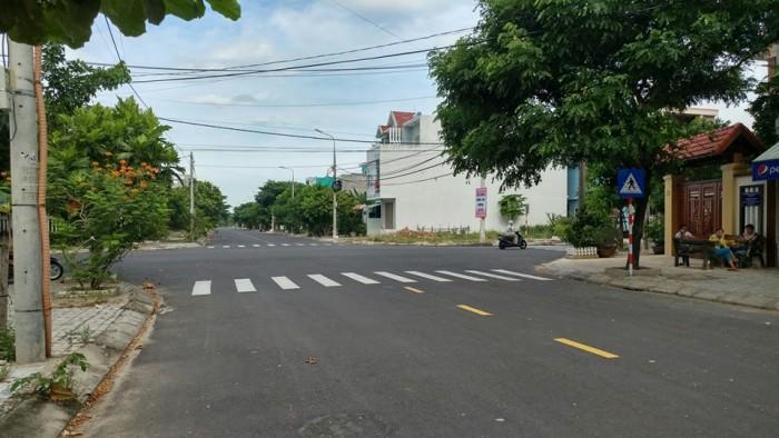Lô sổ đỏ chính chủ, mặt tiền đường 15m, liền kề khu đô thị FPT