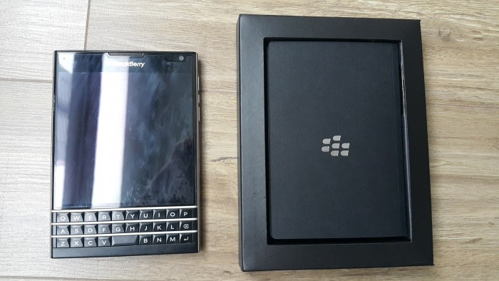 Không dùng nên bán Blackberry Passport rất mới và full box0