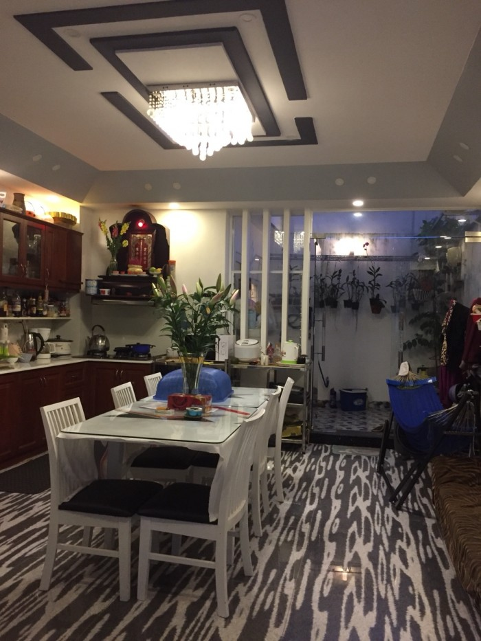 Cần bán nhà đẹp lung linh nằm đường Dương Cát Lợi, Nhà Bè, Dt 5x20m,3 lầu, gara xe hơi. Giá 4,2 tỷ