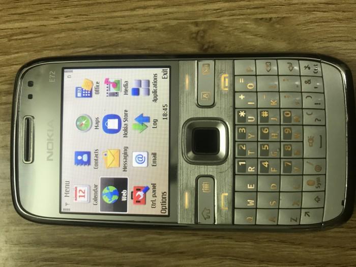 Nokia E72 sưu tầm
