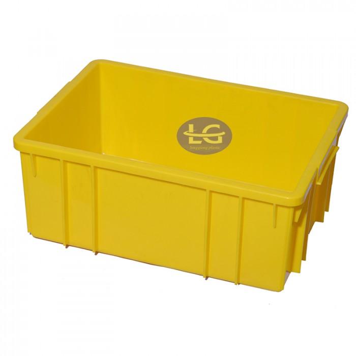 Thùng nhựa đặc B3 Mã sản phẩm: B3 | 460x330x182mm Kích thước: 460x330x182 mm chất liệu: PP màu sắc: vàng, đỏ, xanh lá, xanh dương Sản phẩm với nhiều màu sắc đa dạng có thể in Logo, in chữ, cài card, nắp đậy theo yêu cầu của quý khách hàng.