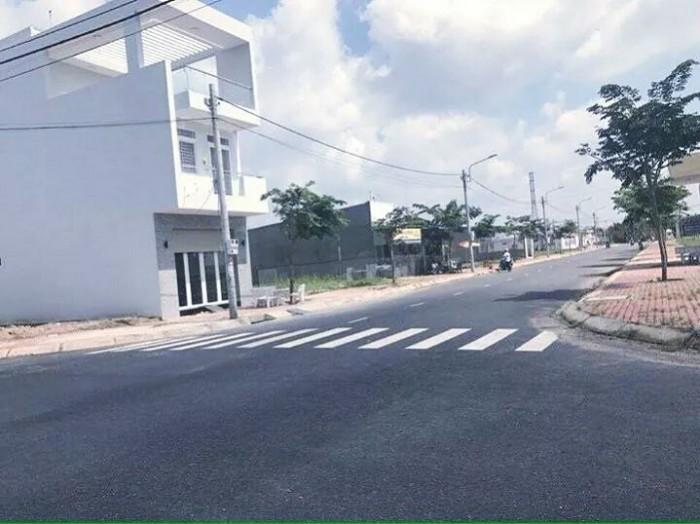 Tôi cần bán căn nhà 2 mặt tiền 8m, 10m phù hợp Kinh Doanh, gần KCN Vĩnh Lộc 2 giá 770tr, tặng ngay 5 chỉ vàng.