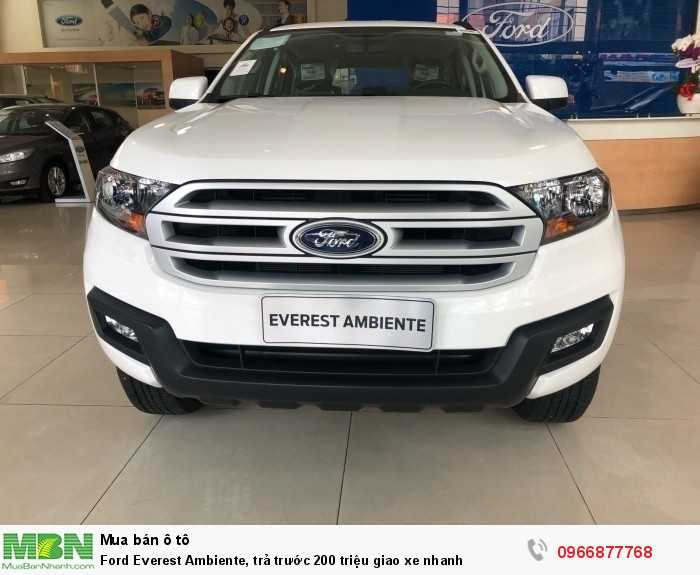 Ford Everest Ambiente, trả trước 200 triệu giao xe nhanh