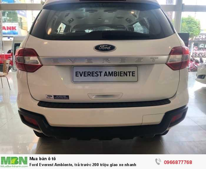 Ford Everest Ambiente, trả trước 200 triệu giao xe nhanh