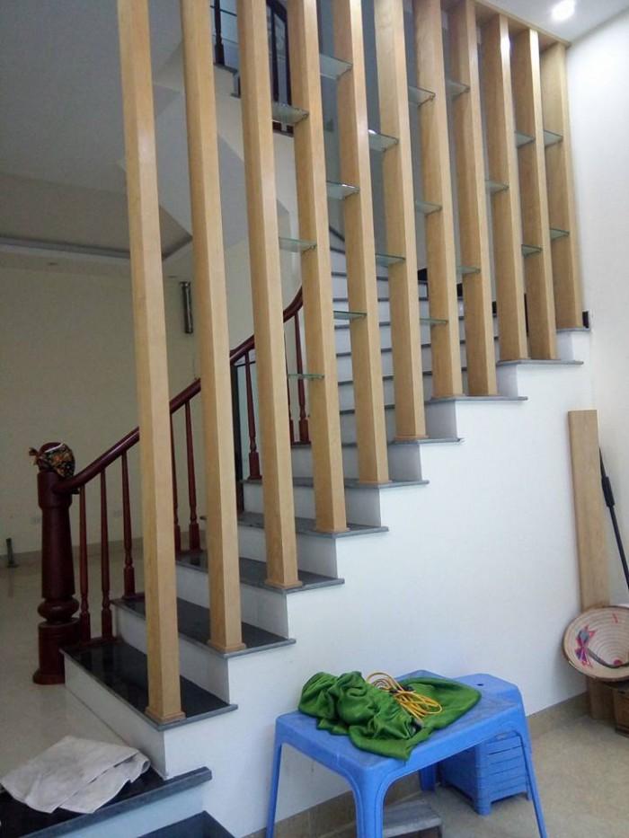 Nhà 5 tầng đẹp,nội thất mới ở Thạch Bàn,mặt tiền 4,8m,diện tích 42,5m2