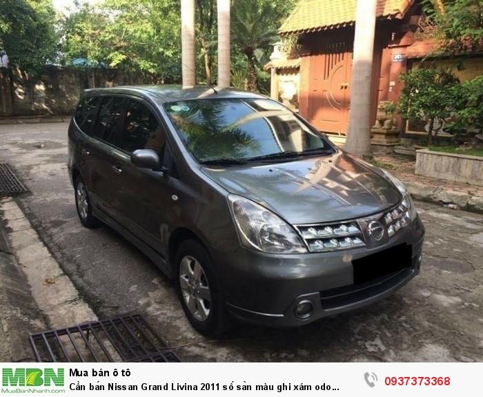 Cần bán Nissan Grand Livina 2011 số sàn màu ghi xám odo 92.000km