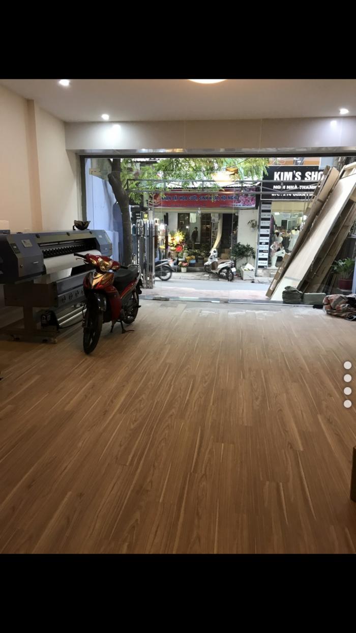 Cho thuê gấp nhà MP Quan Nhân, 84m2x4T, thông sàn, có chỗ để xe, có sàn gỗ, thích hợp vừa ở vừa làm.