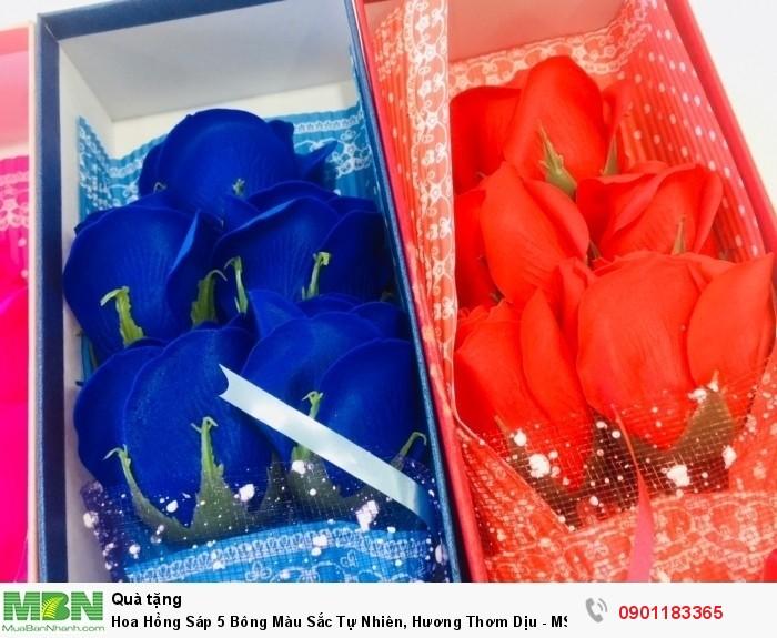 Đôi bàn tay khéo léo của những người thợ đã góp phần tạo nên những cánh hoa mềm mại, tự nhiên cùng màu sắc nổi bật, để bạn có thể dễ dàng lựa chọn theo sở thích cũng như thầm nhắn gửi thông điệp yêu thương đến người nhận.